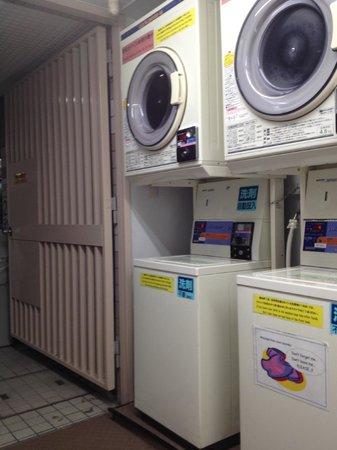 Sakura Hotel Ikebukuro: coin laundry at the main bulding