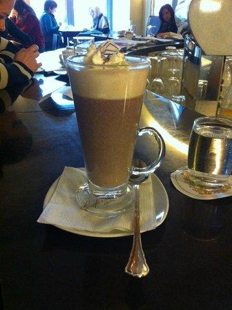 Cafe Sacher: cioccolata calda