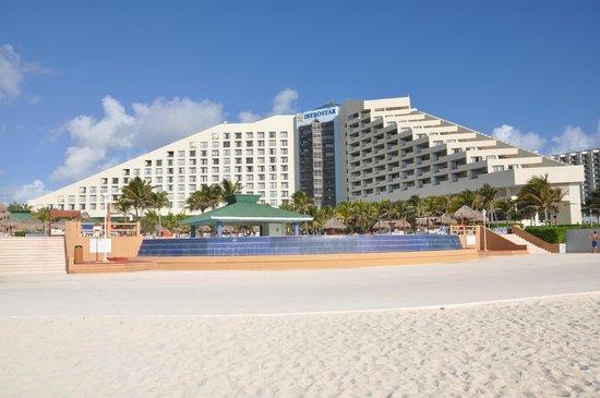 Iberostar Cancun: Hotel from the beach site