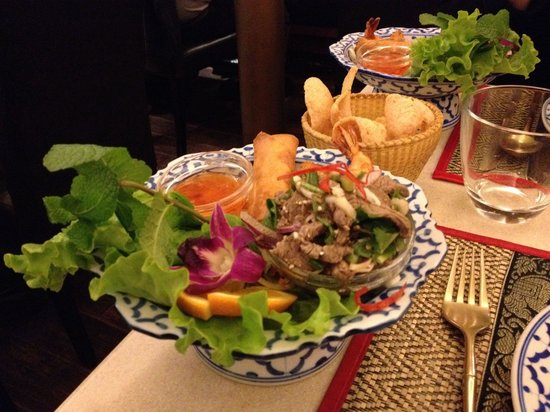 Thai Time: Entrees from the evening set (2 people, 55 euros)