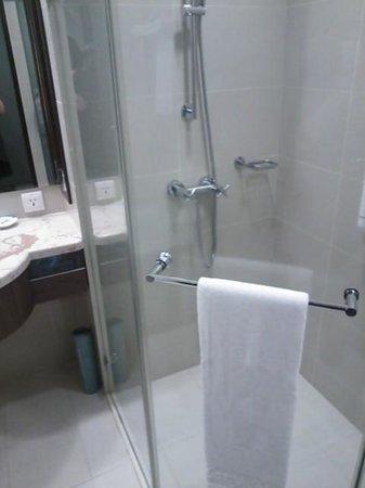 Kilin Hotel : シャワールーム