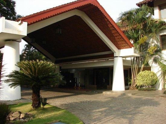 Trident, Cochin : Main Entrance