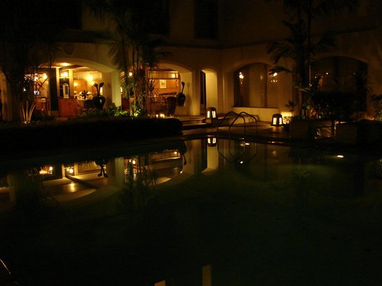 Trident, Cochin: Pool at night