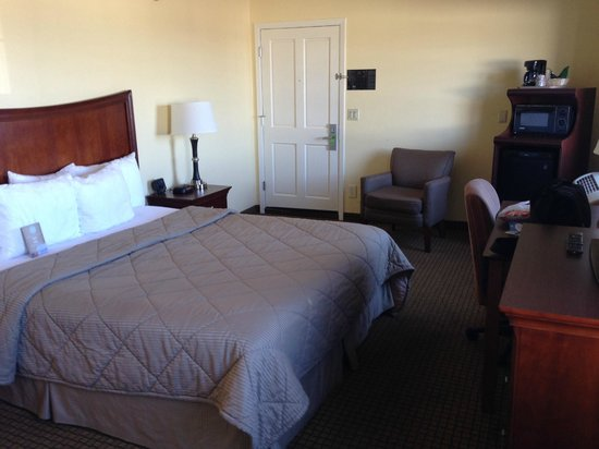Comfort Inn Monterey Bay: Excellent king size bed
