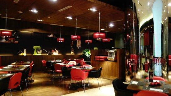 Hotel ibis Bandung Trans Studio: 明亮舒適的餐廳