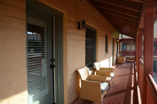 Furnace Creek Inn and Ranch Resort: balcon Deluxe king # 225