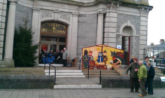 Mutley Baptist Church: Upbeat  Christmas music on steps of church