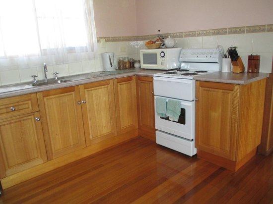 Platypus Park Country Retreat: Kitchen