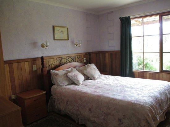 Platypus Park Country Retreat: Bedroom