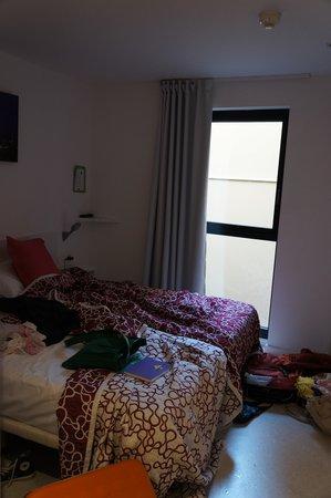 Live & Dream: номер на втором этаже. 2 отделльные кровати. Там жили дети)