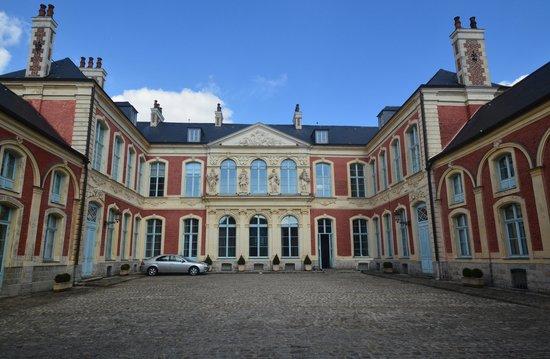 Douai, France: Hôtel d'Aoust (XVIIIe)