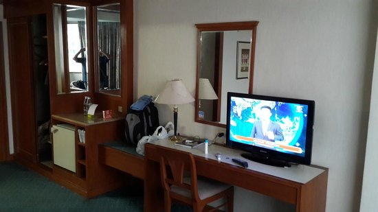Siam City Hotel: TV dan Meja