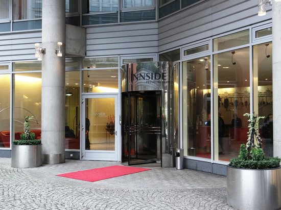 Novum Select Hotel Berlin Ostbahnhof: Innside Premium Hotels Berlin - main entrance
