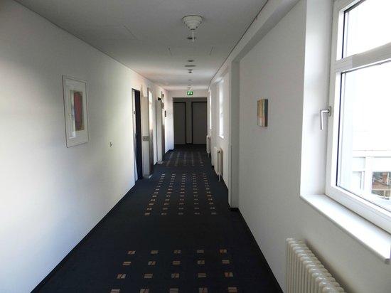 Select Hotel Berlin Ostbahnhof: Innside Premium Hotels Berlin - corridor