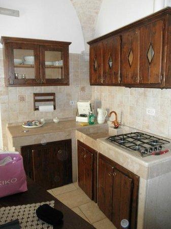 cucine sotto le scale : angolo cottura - Picture of Sotto Le Cummerse Albergo Diffuso ...