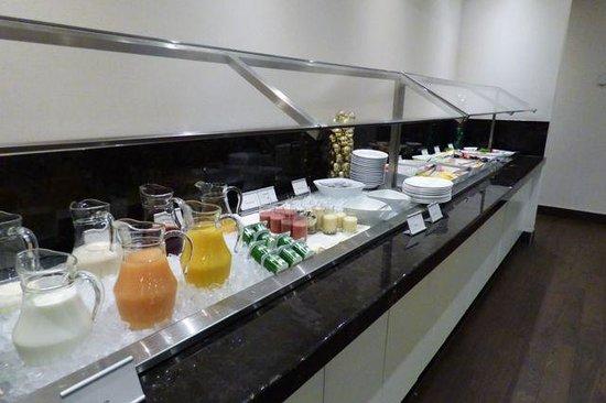 The Westin Prince Toronto: Great breakfast buffet.