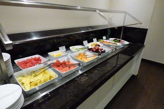 The Westin Prince Toronto: Great breakfast buffet.