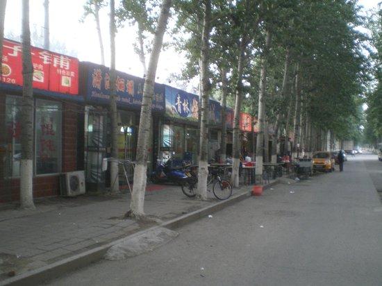 """Best Western Grandsky Hotel Beijing : """"Einkaufsstraße"""" am Weg zur Metro 15"""