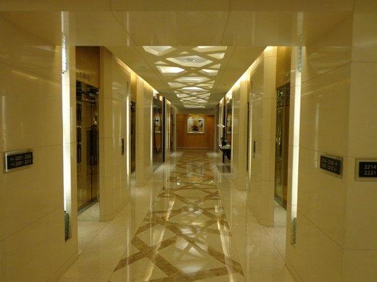 Le Royal Meridien Shanghai: Couloir des ascenseurs des chambres
