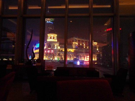 Le Royal Meridien Shanghai: Vue du Bar niveau réception