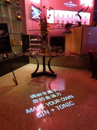 Le Royal Meridien Shanghai: Bar niveau réception