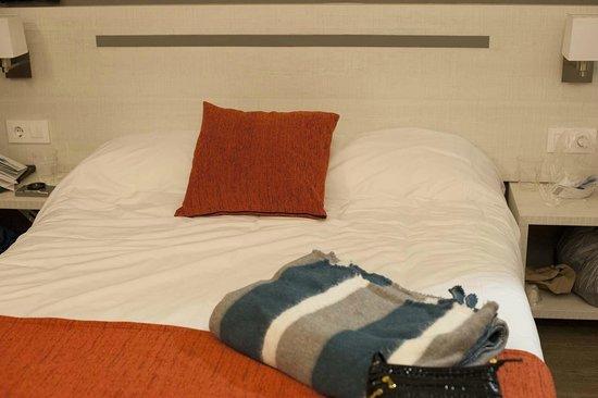 Hostal Live Barcelona : The Queensize bed