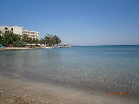 Deniz Motel: kumluk plajı