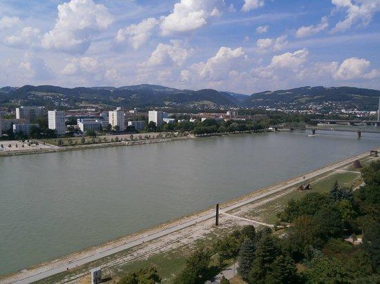 ARCOTEL Nike : Aussicht auf Donau flußabwärts