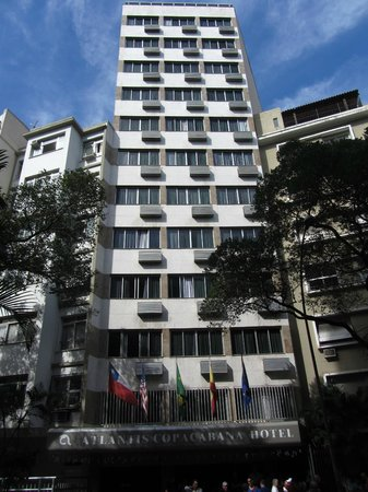 Atlantis Copacabana: Le bâtiment de l'hôtel vu depuis la rue