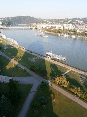 ARCOTEL Nike : Aussicht auf Donau flußaufwärts