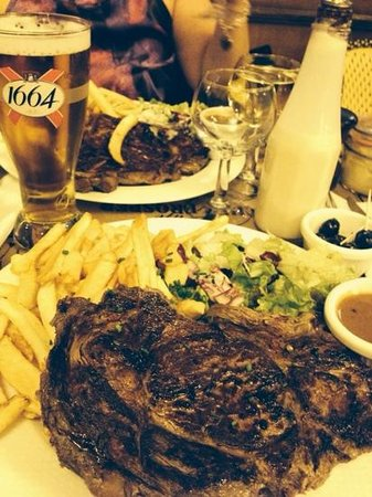 Chez Prosper: Steak, fries and a beer. Happy days!