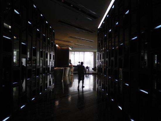 Le Méridien Bangkok: aisle to lobby
