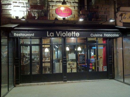 La Table Ronde Pour 6 Personnes Foto De La Violette Paris Tripadvisor