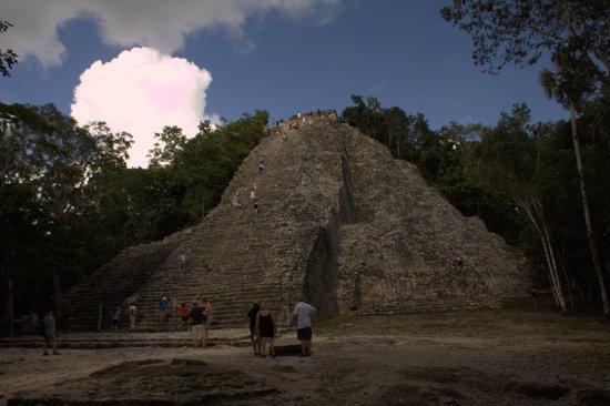 Ruinas de Coba: Пирамида бога пчел.