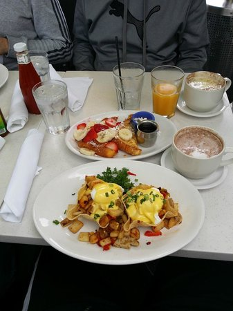 The Cottage La Jolla: Baja chicken hash and country style french toast