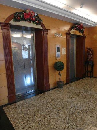 East Dragon Hotel: Lobby