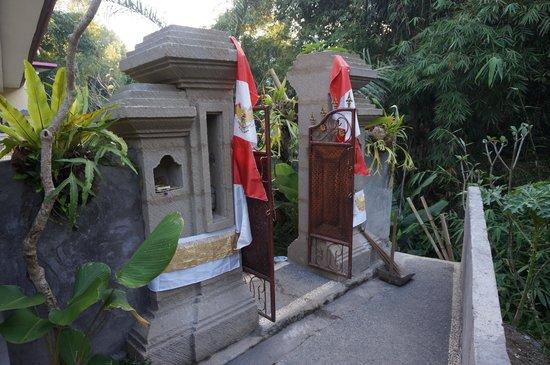 Citrus Tree Villas - Widia : Entrance to Widia's Homestay.