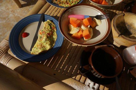 Citrus Tree Villas - Widia: Omelet and fresh fruit for breakfast.