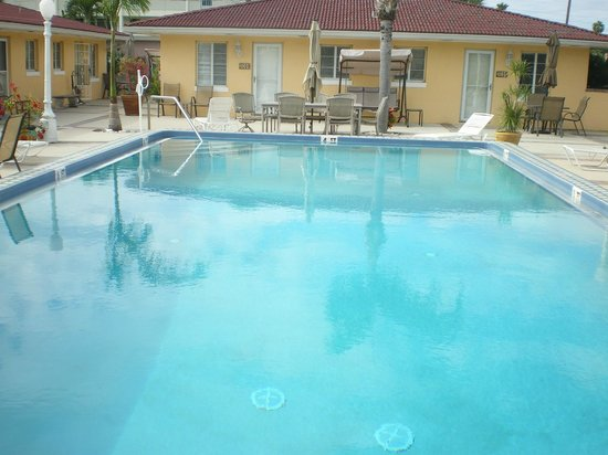 Gulf Tides Inn : The lovely warm pool