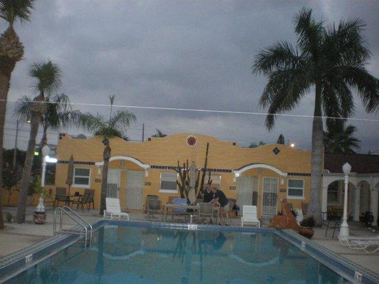 Gulf Tides Inn : Close to the Beach