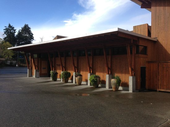 Brentwood Bay Resort & Spa : The front of the hotel