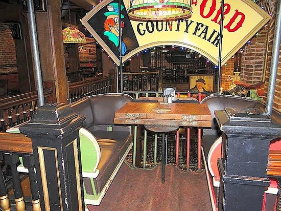Darryl's Wood Fired Grill: carnival ride booth