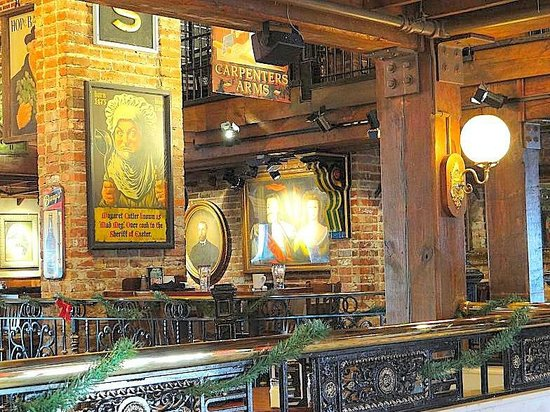 Darryl's Wood Fired Grill: dining area