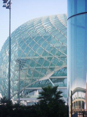 Yas Viceroy Abu Dhabi: riflessi e riflessioni