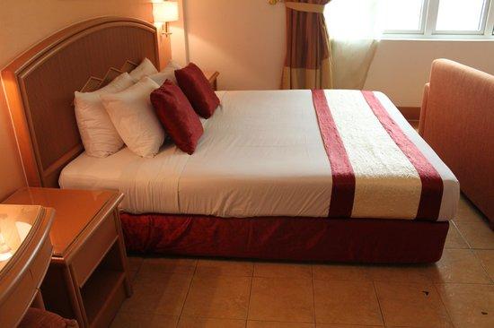 M Suites Hotel: Suite room
