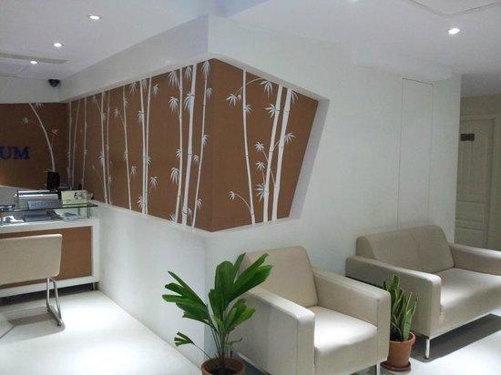 Hotel Millennium Continental: Refreshing Lobby