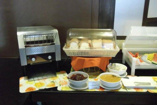 Andaman Phuket Hotel: Можно сделать тосты