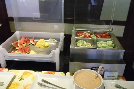 Andaman Phuket Hotel: Фрукты-овощи