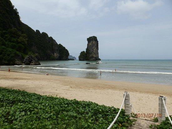 Centara Grand Beach Resort & Villas Krabi: Front beach
