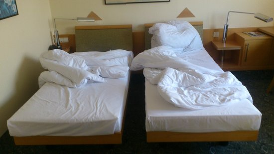 ABACUS Tierpark Hotel : Single beds, no doubles